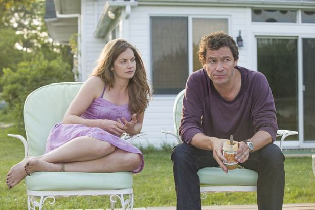 Ruth Wilson as Alison and Dominic West as Noah in The Affair (season 1, episode 5). - Photo: Mark Schafer/SHOWTIME - Photo ID: TheAffair_105_3684